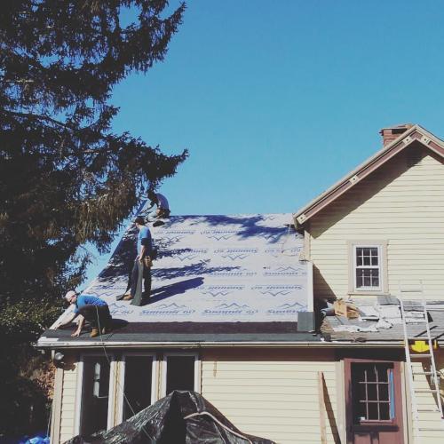 Starting a new asphalt roof in Clinton Corners, NY